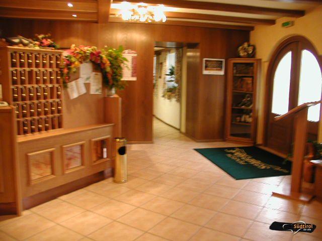 Hotel H Rezeption In Der Nahe Von Koln
