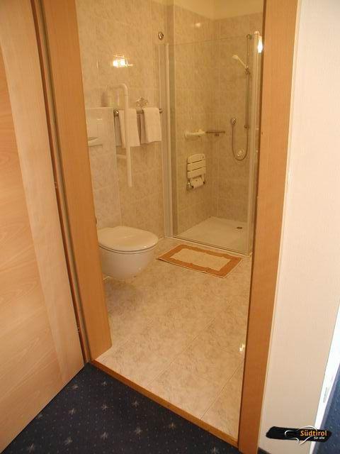 Servizi alto adige per tutti - Altezza specchio bagno ...