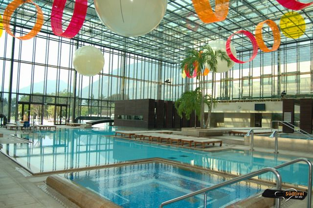 Terme merano piscine esterne e parco alto adige per tutti for Piscine esterne rettangolari