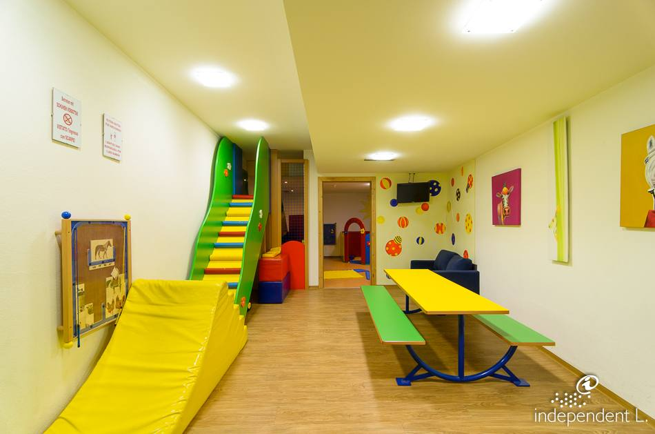 Latest wellness hotel engel sala giochi per bambini with for Decorare la stanza con foto