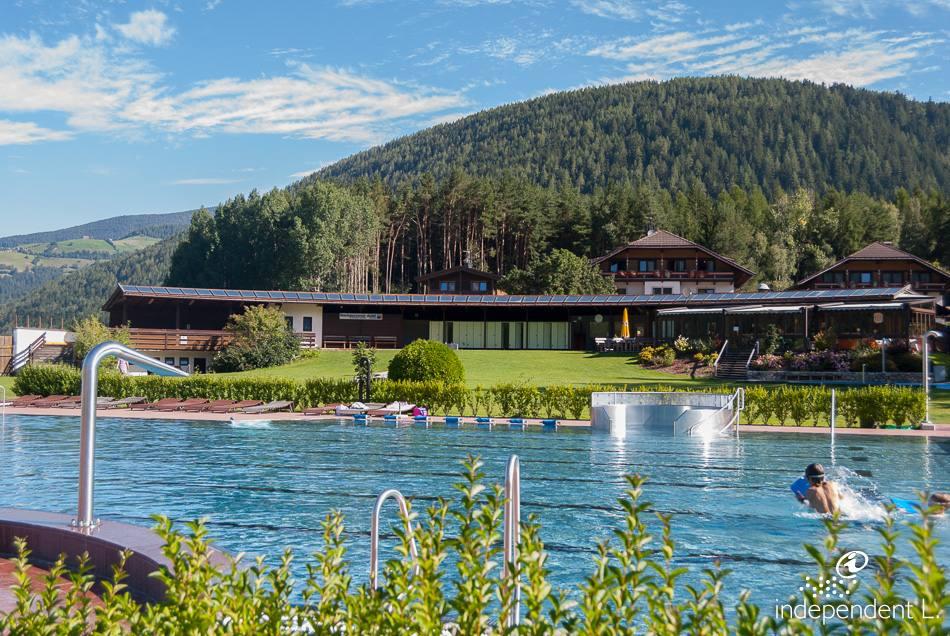 Piscina all 39 aperto a valdaora alto adige per tutti - Immagini di piscina ...